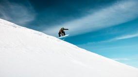 Aktywny mężczyzna na snowboard obraz stock