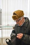 Aktywny senior w banku Obrazy Royalty Free