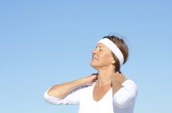 Aktywny starszy kobiety szyi ból Obraz Royalty Free
