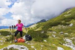 Aktywny styl życia - zdrowy styl życia Czuciowy dobry gdy chodzący fotografia stock