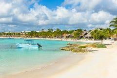 Akumal - bahía del paraíso con la playa blanca hermosa, cerca de Cancun, Yucatán, México imagen de archivo libre de regalías