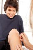 akupunktura pediatryczna Zdjęcia Royalty Free