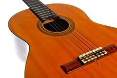 Akustikgitarre lokalisiert auf Weiß Lizenzfreies Stockfoto