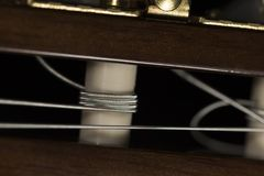 Akustikgitarre reiht Makronahaufnahme auf Stockfotos