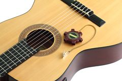 Akustikgitarre und eine Stimmgabel Lizenzfreies Stockfoto