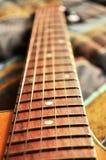 Akustikgitarre, Zeichenketten und Griffdetail Lizenzfreie Stockfotografie