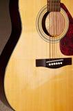 Akustikgitarrekarosserie stockfotos