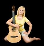 akustisk flickagitarr Arkivbilder