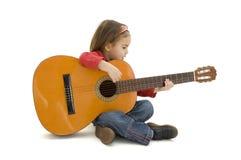 akustisk flickagitarr little som leker Royaltyfria Bilder