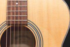 Akustisk gitarr på bakgrund Royaltyfria Foton
