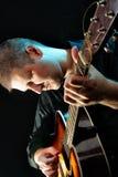 akustisk gitarrman Royaltyfria Foton