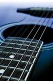 akustisk svart gitarr Arkivfoto