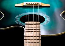 Akustisk svart och grön färg för gitarr, arkivbilder
