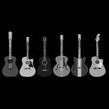 Akustiska gitarrer på svart bakgrund Fotografering för Bildbyråer