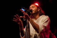 Akustiska Kobi Farhi - föräldralöst land - turnerar 2015 Arkivbild