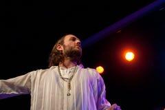 Akustiska Kobi Farhi - föräldralöst land - turnerar 2015 Royaltyfri Fotografi
