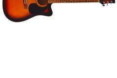 Akustyczna sunburst gitara przy wierzchołkiem biały tło z obfitością kopii przestrzeń, Zdjęcia Stock