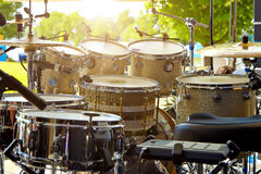 Akustyczny bębenu set na scenie przed koncertem Zdjęcie Royalty Free