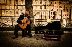akustyczny szczegółów gitary gitarzysta wręcza instrumant muzykalny wykonawcy gracza bawić się Fotografia Royalty Free