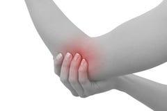 Akute Schmerz in einem Frauenellbogen. Weibliche haltene Hand zur Stelle von elbo Lizenzfreie Stockfotografie