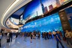 Akvarium i shoppinggalleria Arkivfoto