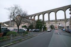 Akvedukt i Arcueil-Cachan, Paris, i morgonen Arkivfoto
