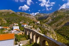 Akvedukt i den gamla staden för stång - Montenegro Royaltyfria Bilder