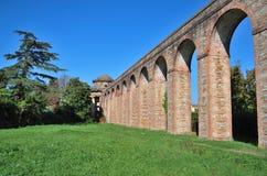 Akvedukt i Tuscany Royaltyfria Bilder