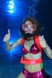 Akwalungu żeński nurek Fotografia Stock