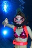 Akwalungu żeński nurek Fotografia Royalty Free