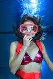 Akwalungu żeński nurek Zdjęcie Stock