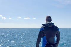 Akwalungu nurek przed nurkować otwarta woda obraz stock