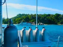 Akwalungu pikowania łódź na Similan wyspach, Tajlandia, Phuket Zdjęcie Stock