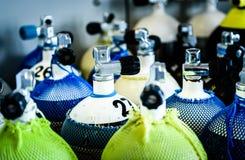 Akwalungu pikowania powietrza butli zbiorniki z zawody międzynarodowi i łomotu conne Obraz Stock