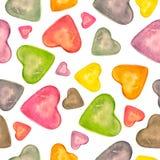 Akwarela bezszwowy wzór z ręka rysującym kolorowym sercem odizolowywającym na białego tła romantycznym projekcie Miłości karta z  royalty ilustracja