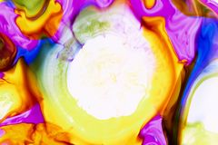 Akwarela i akrylowy abstrakt kolorowe t?o Mieszanka, plu?ni?cia i rysunki kolory: czerwie?, kolor ? obrazy royalty free