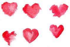 Akwareli czerwoni serca na białym tle Abstrakcjonistyczna ręka boląca royalty ilustracja