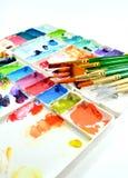 Akwareli paintbrushes i paleta fotografia stock