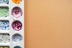 Akwareli paleta na brzoskwini tle z miejscem dla twój teksta Mieszkanie nieatutowy zdjęcia stock