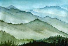 Akwareli pociągany ręcznie ilustracja: wysokie góry z lasem w mgle Zdjęcie Stock