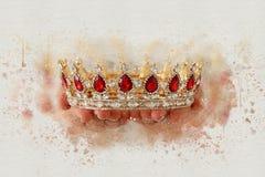 akwareli stylowa abstrakcjonistyczna ilustracja damy mienia złocista korona fantazja średniowieczny okres Zdjęcie Royalty Free