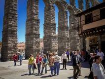 Akwedukt doskonale integrujący w miasto Segovia zdjęcie stock