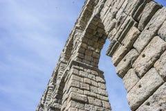 akwedukt rzymski Segovia architektoniczny zabytek oznajmiający patri obrazy stock