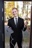 Akwizytorka próbuje sprzedawać żelazo zdjęcie royalty free