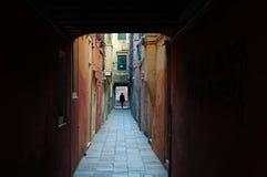 Aléia estreita em Veneza Imagens de Stock Royalty Free