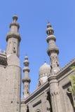 Al反对明亮的蓝天的Rifai清真寺,开罗, Egyp尖塔  免版税库存照片