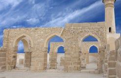 Al拱道巴林美丽的khamis清真寺 免版税库存图片