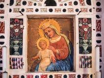 Al的圣玛丽奉献的教会的法坛的细节  免版税库存图片