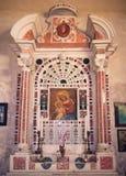 Al的圣玛丽奉献的教会的法坛的细节  库存照片