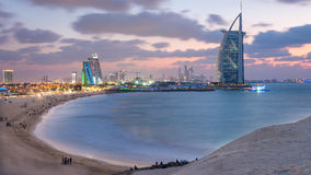 Al Άραβας Burj και ξενοδοχείο παραλιών Jumeirah στο ηλιοβασίλεμα Στοκ εικόνες με δικαίωμα ελεύθερης χρήσης